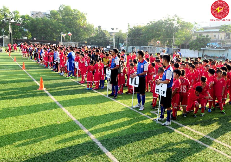Học viên trung tâm dạy bóng đá Nam Việt