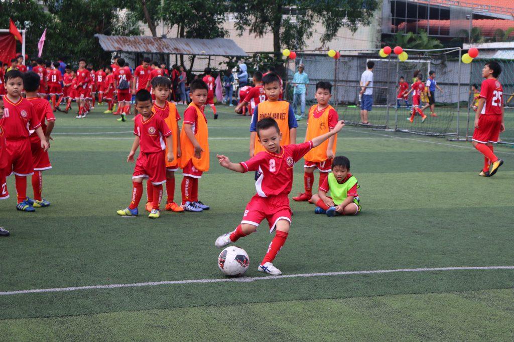 các lớp học bóng đá trẻ em Nam việt